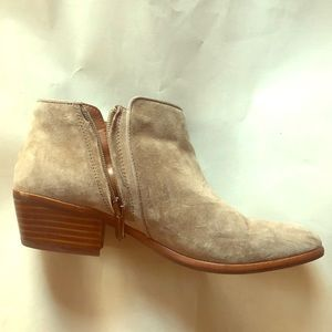 Size 7 1/2 taupe Sam Edelman ankle boots